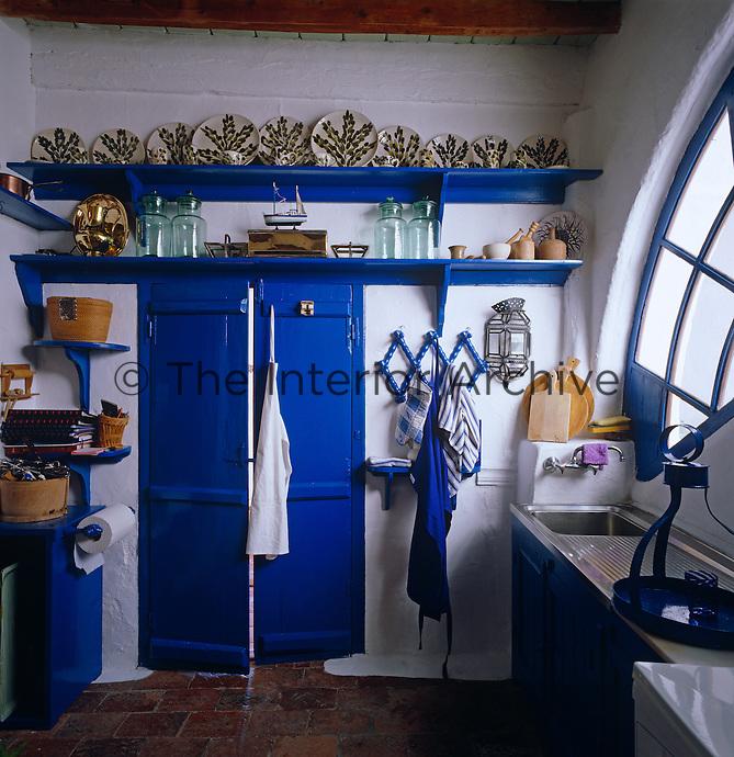 This Simple Kitchen Has A Cheerful Mediterranean Blue And White Colour Scheme
