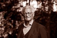 Paolo Fabbri (Rimini, 17 aprile 1939) è un semiologo italiano. La sua attività intellettuale riveste campi molteplici: dal linguaggio alle arti, dalla comunicazione. Laureatosi nel 1962 presso l'Università di Firenze, Fabbri si trasferisce a Parigi, dove nel 1965-66 frequenta l'École Pratique des Hautes Études (EPHE), in particolare i corsi di Roland Barthes, Lucien Goldmann e Algirdas Julien Greimas. Al ritorno in Italia, insegna Semiotica con Umberto Eco all'Università di Firenze, Facoltà di Architettura, 1966-67, poi come professore incaricato di Filosofia del linguaggio presso l'Istituto di Lingue dell'Università di Urbino (dal 1967 al 1976), Milano 28 maggio 2016. © Leonardo Cendamo