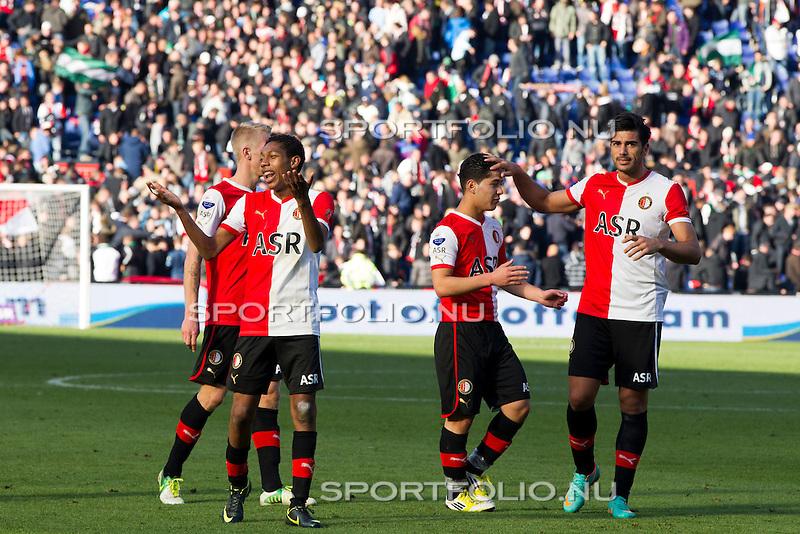 Nederland, Rotterdam, 28 oktober  2012.Eredivisie.Seizoen 2012-2013.Feyenoord-Ajax 2-2.Jean Paul Boetius van Feyenoord en Graziano Pelle van Feyenoord juichen en bedanken de supporters