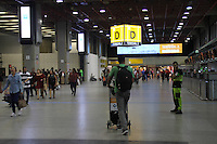 GUARULHOS, SP - 03.03.2016 - AEROPORTO-SP - Movimentação de passageiros no saguão do Aeroporto Internacional de Guarulhos na tarde desta quinta-feira (03), na Grande São Paulo. (Foto: Fabricio Bomjardim/Brazil Photo Press)