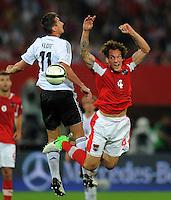 Fussball International  WM Qualifikation 2014   11.09.2012 Oesterreich - Deutschland Miroslav Klose (li, Deutschland) gegen Emanuel POGATETZ (Oesterreich)