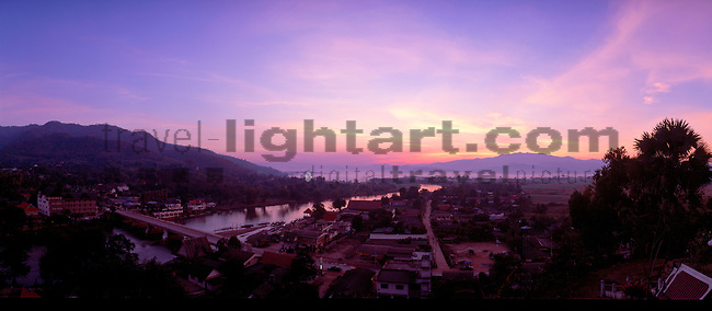 www.travel-lightart.com, ©Paul J. Trummer, Asia, Countries, Country, Geography, Thailand, Asien, Geografie, Länder, Siam, Staat, Staaten, View from Wat Tha Thon, Thathon, Mae Kok River, Mae Nam Kok, Tha Ton, Thaton, Mae Kok Fluss, Flüsschen, Flüsse, Flusslauf, Flussläufe, Fluß, Flußlauf, Gewässer, Landschaft, Landschaftsform, Landschaftsformen, bodies of water, body of water, landscape, landscape form, landscape forms, landscapes, celestial bodies, celestial body, celestial bodys, light, silhouette, sun, sunrise, Gestirn, Gestirne, Himmelskoerper, Himmelskörper, Licht, Morgensonne, Sonnen, Sonnenaufgang, Sonnenaufgänge, Sonnenschein, Dämmerung, Himmel, Morgen, Morgendämmerung, Morgenhimmel, Morgenrot, Morgenröte, Natur, Naturelemente, Tagesanbruch, dawn, dusk, elements, morning, morning dawn, morning skies, morning sky, nature, Architecture, bridge, bridges, buildings, Architektur, Bauwerke, Brücke, Brücken, Bruecke, localities, traffic way, traffic ways, Bruecken, Örtlichkeiten, Verkehrsweg, Verkehrswege, rosa Wolke, Wolken, cloud, clouds, pinkish cloud