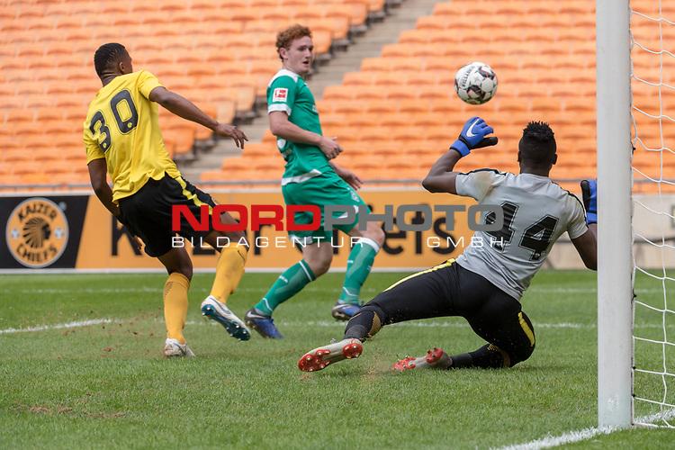 06.01.2019, FNB Stadion/Soccer City, Nasrec, Johannesburg, RSA, FSP , SV Werder Bremen (GER) vs Kaizer Chiefs (ZA)<br /> <br /> im Bild / picture shows <br /> <br /> Joshua Sargent (Werder Bremen #19)<br /> #Bruce Bvuma (Kaizer Chiefs #44)<br /> #Siyabonga Ngezana (Kaizer Chiefs #30)<br /> Foto © nordphoto / Kokenge