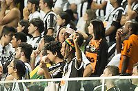 BELO HORIZONTE, MG, 01.05.2014 – COPA LIBERTADORES DA AMÉRICA 2014 – ATLÉTICO-MG X NACIONAL Torcedores do Atletico-MG durante jogo contra Nacional valido pela oitavas de finais Copa Libertadores da América 2014, no estádio Arena Independência, na noite desta quinta (01) (Foto: MARCOS FIALHO / BRAZIL PHOTO PRESS)