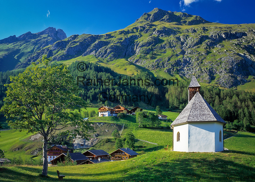 Austria, East-Tyrol, Virgen Valley, Praegraten at Grossvenediger: mountain chapel and Hohe Tauern mountains | Oesterreich, Ost-Tirol, Virgental, Praegraten am Grossvenediger: Bergkapelle und Hohe Tauern