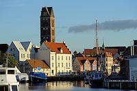 Alter Hafen und Turm der Marienkirche in Wismar, Mecklenburg-Vorpommern, Deutschland, UNESCO-Weltkulturerbe