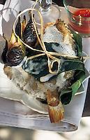 """Europe/France/Provence-Alpes-Côte d'Azur/84/Vaucluse/Menerbes: Saint-Pierre cuit dans une feuille de figuier -  Restaurant """"La Bastide de Marie"""""""