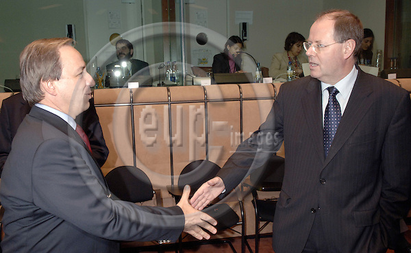 Brussels-Belgium - 05 December 2005---The twelve Ministers for Finance/Economy representing the Eurozone meet as Eurogroup; here, Georgios ALOGOSKOUFIS (le), Minister for Economic Affairs and Finance of Greece, with Peer STEINBRÜCK (Steinbrueck) (ri), Federal Minister for Finance of Germany---Photo: Horst Wagner/eup-images