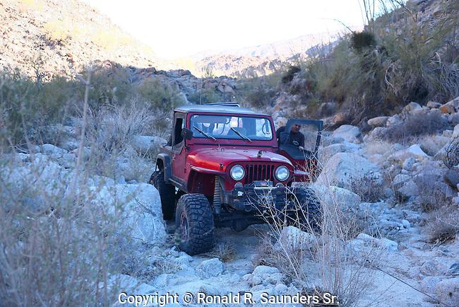 Jeep stranded amongst boulders<br /> (1)