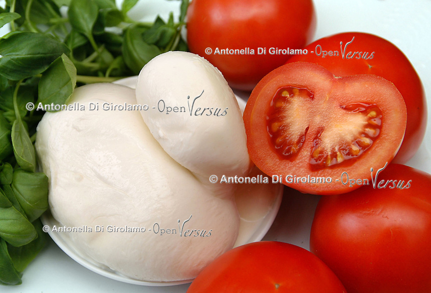 Dieta mediterranea. Mediterranean diet..Cibo made in Italy, di produzione italiana. .Food made in Italy, the Italian production...