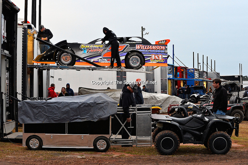 Feb 06, 2014; 6:55:17 PM; Waynesville, GA., USA; The Lucas Oil Late Model Dirt Series running The Georgia Boot Super Bowl of Racing at Golden Isles Speedway.  Mandatory Credit: (thesportswire.net)