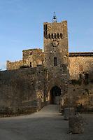 Europe/France/Midi-Pyrénées/32/Gers/Larressingle: la porte et le vieux pont