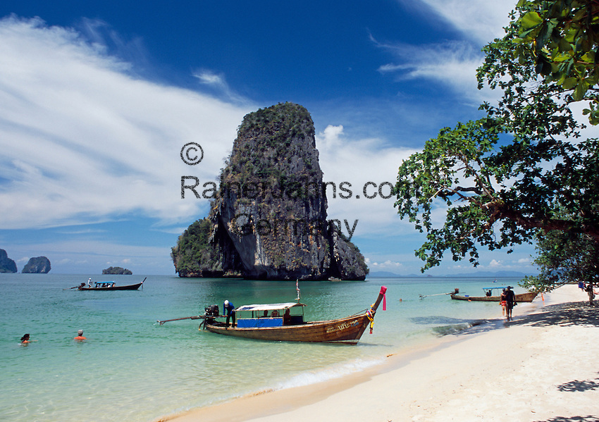 Thailand, Krabi, Tham Phra Nang Beach and Ko Rung Nok (Happy Island) rock