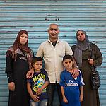 13 septiembre 2015. Nador. Marruecos.<br /> Adnan Al Khuder, su mujer Fatima y sus tres hijos (Rachiel, Jamal y Yehya) esperan en Nador (Marruecos) la oportunidad de cruzar el paso fronterizo y llegar a Melilla. Salieron de Siria hace dos a&ntilde;os por culpa de la guerra. El padre trabajaba como comerciante. Les gustar&iacute;a llegar a Alemania. La ONG Save the Children exige al Gobierno espa&ntilde;ol que tome un papel activo en la crisis de refugiados y facilite el acceso de estas familias a trav&eacute;s de la expedici&oacute;n de visados humanitarios en el consulado espa&ntilde;ol de Nador. Save the Children ha comprobado adem&aacute;s c&oacute;mo muchas de estas familias se han visto forzadas a separarse porque, en el momento del cierre de la frontera, unos miembros se han quedado en un lado o en el otro. Para poder cruzar el control, las mafias se aprovechan de la desesperaci&oacute;n de los sirios y les ofrecen pasaportes marroqu&iacute;es al precio de 1.000 euros. Diversas familias han explicado a Save the Children c&oacute;mo est&aacute;n endeudadas y han tenido que elegir qui&eacute;n pasa primero de sus miembros a Melilla, dejando a otros en Nador.  &copy; Save the Children Handout/PEDRO ARMESTRE - No ventas -No Archivos - Uso editorial solamente - Uso libre solamente para 14 d&iacute;as despu&eacute;s de liberaci&oacute;n. Foto proporcionada por SAVE THE CHILDREN, uso solamente para ilustrar noticias o comentarios sobre los hechos o eventos representados en esta imagen.<br /> Save the Children Handout/ PEDRO ARMESTRE - No sales - No Archives - Editorial Use Only - Free use only for 14 days after release. Photo provided by SAVE THE CHILDREN, distributed handout photo to be used only to illustrate news reporting or commentary on the facts or events depicted in this image.
