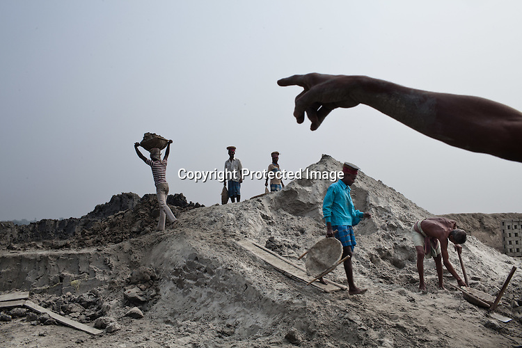 Local villagers from the Chowduli class seen working at a local brick kiln in Abadmanpur village of North 24 Parganas in West Bengal, India. Photo: Sanjit Das/Panos for The Wall Street Journal. Slug: ICASTE