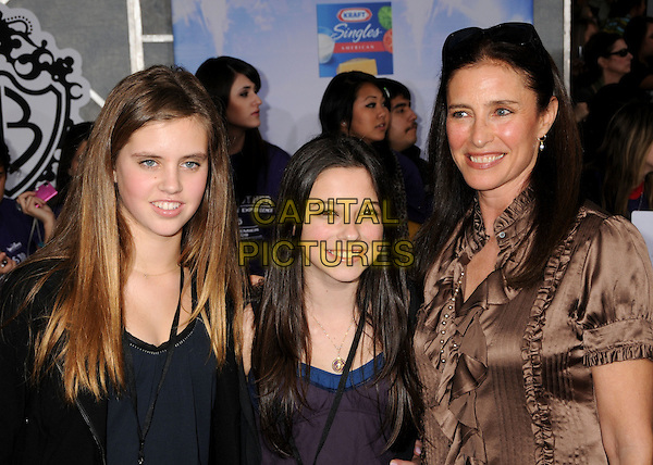 "MIMI ROGERS, daughter LUCY and guest .""Jonas Brothers: The 3D Concert Experience"" Los Angeles Premiere held at the El Capitan Theatre. Hollywood, CA, USA, 24th February 2009.portrait headshot sunglasses on head family.CAP/ADM/BP.©Byron Purvis/Admedia/Capital PIctures"