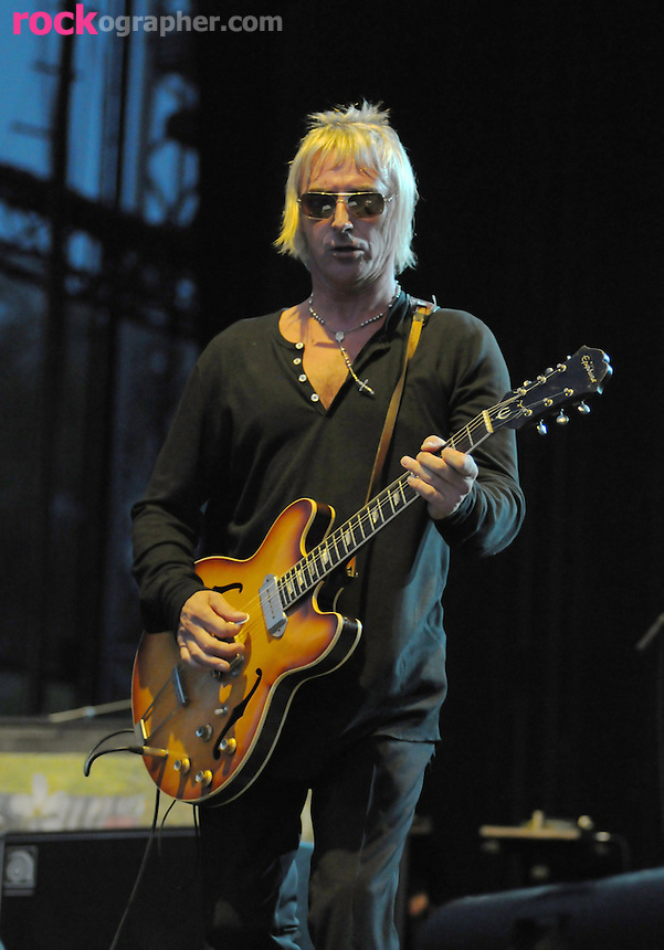 Mod father Paul Weller  performs  on British Invasion Day at V Festival Toronto (9/07//08)