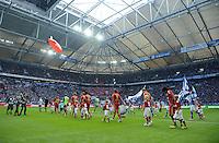 FUSSBALL   1. BUNDESLIGA  SAISON 2012/2013   4. Spieltag FC Schalke 04 - FC Bayern Muenchen      22.09.2012 Beide Mannschaften laufen in die Veltins Arena ein