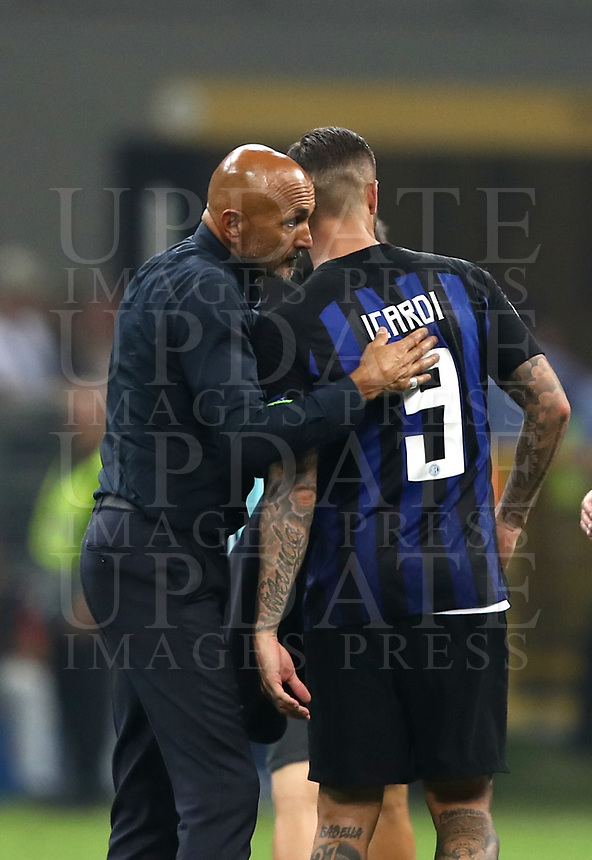 Football Soccer: UEFA Champions League FC Internazionale Milano vs Tottenham Hotspur FC, Giuseppe Meazza stadium, September 15, 2018.<br /> Inter's coach Luciano Spalletti (l) celebrates with Inetr's captain Mauro Icardi (r) after winning 2-1 the Uefa Champions League football match between Internazionale Milano and Tottenham Hotspur at Giuseppe Meazza (San Siro) stadium, September 18, 2018.<br /> UPDATE IMAGES PRESS/Isabella Bonotto