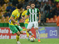 MEDELLIN-COLOMBIA, 15-10-2016. Acción de juego entre Atlético Nacional y el Huila durante el partido contra  el Huila durante encuentro  por la fecha 16 de la Liga Aguila II 2016 disputado en el estadio Atanasio Girardot./ Action game between Atletico Nacional  and Huila  during match against  for the date 16 of the Aguila League II 2016 played at Atanasio Girardot stadium . Photo:VizzorImage / León Monsalve / Contribuidor