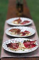 Europe/France/Gastronomie générale: Repas en plein air - Filets de brochets marinés et grillés en feuille de vigne - Barbecue