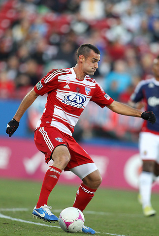 FRISCO, TX - OCTOBER 28: Andrew Jacobson #4 of FC Dallas controls the ball against the Chivas USA at FC Dallas Stadium on October 28, 2012 in Frisco, Texas. Photo: Rick Yeatts