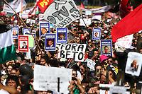 CURITIBA, SP, 01.05.2015 - PROFESSORES-PR -  Manifestantes durante ato de repúdio contra violência contra os professores na última semana, o ato começou na Praça 19 de Dezembro e seguiu até a Praça Nossa Senhora de Salete, em Curitiba, nesta sexta-feira, 01/05, feriado Dia do Trabalho. (Foto: Paulo Lisboa / Brazil Photo Press).
