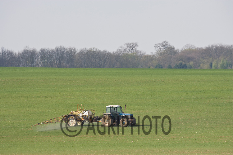 6.4.2011 Spraying Wheat In Rutland.©Tim Scrivener 07850 303986.