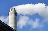 Nederland -  Amsterdam -  September 2018. het Afval Energie Bedrijf (AEB) in het Westelijk Havengebied. Het Afval Energie Bedrijf (AEB) is een afvalverwerkingsbedrijf in de Nederlandse stad Amsterdam. Het bedrijf verwerkt afval uit Amsterdam en uit de regio, en heeft de beschikking over twee afvalverbrandingsinstallaties in het Westelijk Havengebied. Deze installaties gebruiken de bij de verbranding vrijkomende warmte voor het opwekken van energie. Foto Berlinda van Dam / Hollandse Hoogte