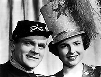 Yankee Doodle Dandy (1942) <br /> James Cagney &amp; Joan Leslie<br /> *Filmstill - Editorial Use Only*<br /> CAP/KFS<br /> Image supplied by Capital Pictures