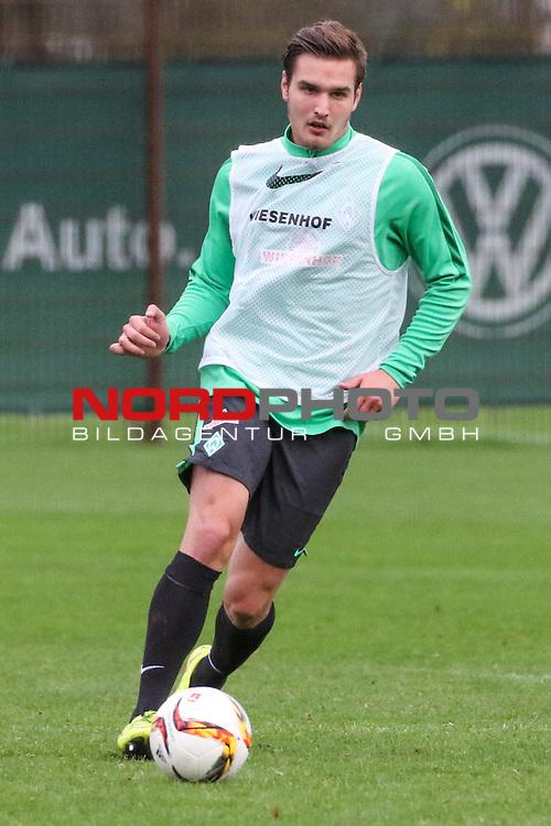 17.11.2015, Trainingsgelaende, Bremen, GER, 1.FBL, Training Werder Bremen<br /> <br /> im Bild<br /> Angelos Argyris (SV Werder Bremen U23 #5), Ganzkoerper, Hochformat<br /> <br /> Foto &copy; nordphoto / Ewert