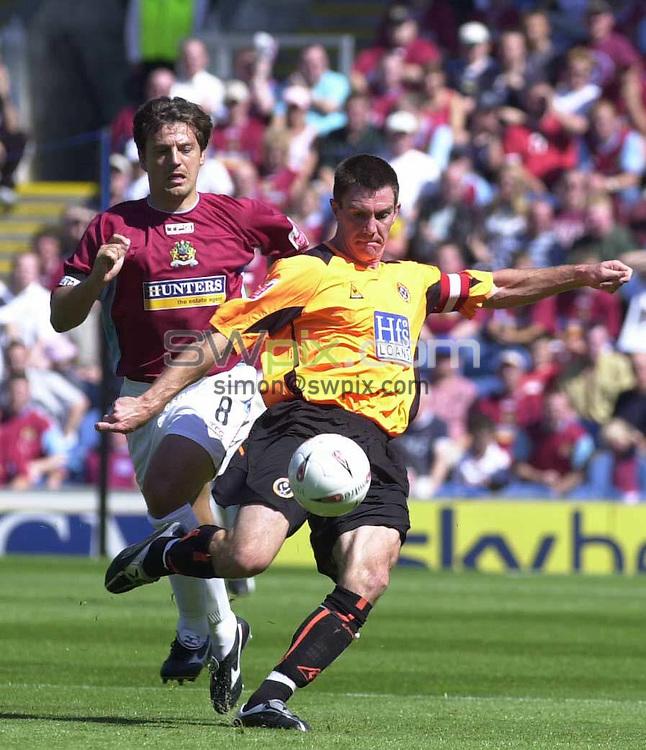 Pix: Simon Wilkinson/SWpix.com. Football. The Coca-Cola Football League Championship. Burnley v Sheffield United. 07/08 2004...COPYRIGHT PICTURE>>SIMON WILKINSON>>01943 608782>>..Burnley Robbie Blake and Sheffield United's Chris Morgan