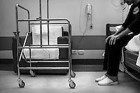 Milano: reparto di malattie infettive dell'Ospedale Sacco.<br /> Un uomo malato di AIDS<br /> <br /> <br /> <br /> Milan: Department of Infectious Diseases Sacco Hospital. A man suffering of AIDS