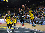 05.01.2020, EWE Arena, Oldenburg, GER, easy Credit-BBL, EWE Baskets Oldenburg vs Hamburg Towers, im Bild<br /> Jorge GUTIERREZ (Hamburg Towers #7 ) Rickey PAULDING (EWE Baskets Oldenburg #23 ) Rasid MAHALBASIC (EWE Baskets Oldenburg #24 ) Tyler LARSON (EWE Baskets Oldenburg #55 )<br /> Foto © nordphoto / Rojahn