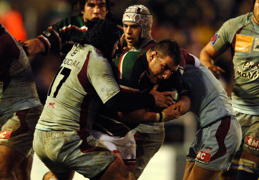 Photo: Richard Lane..Leicester Tigers v Bourgoin. Heineken Cup. 16/12/2006. .Tigers' Julian White attacks.