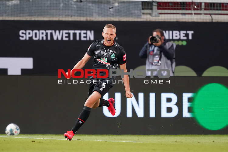 Jubel Ludwig Augustinsson (Werder Bremen #05) nach dem 1:2<br /> <br /> <br /> Sport: nphgm001: Fussball: 1. Bundesliga: Saison 19/20: Relegation 02; 1.FC Heidenheim vs SV Werder Bremen - 06.07.2020<br /> <br /> Foto: gumzmedia/nordphoto/POOL <br /> <br /> DFL regulations prohibit any use of photographs as image sequences and/or quasi-video.<br /> EDITORIAL USE ONLY<br /> National and international News-Agencies OUT.