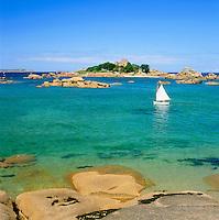 France, Brittany, Département Côtes-d'Armor, near Trégastel: coastline at Côte de Granit Rose | Frankreich, Bretagne, Département Côtes-d'Armor, bei Trégastel: Atlantikkueste an der sogenannten Côte de Granit Rose