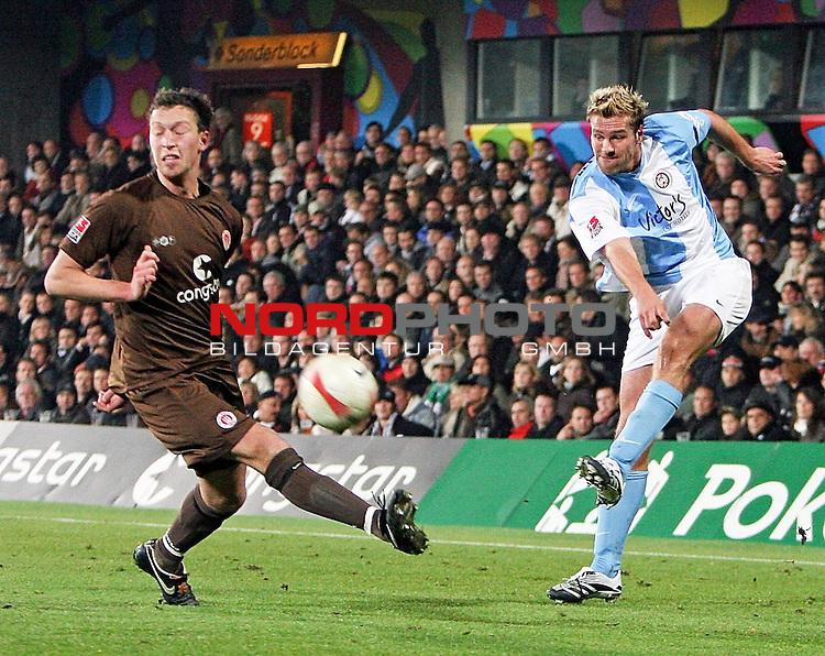 2.Liga 2007/2008  11. Spieltag Hinrunde<br /> FC St.Pauli &ndash; vs. SV Wehen Wiesbaden<br /> <br /> Wehens Ronny K&ouml;nig (Nr.13, rechts) flankt scharf auf Diakit&eacute;, St.Paulis Marcel Eger (Nr.4, links) kommt zu sp&auml;t.<br /> <br /> <br /> Foto &copy; nph (nordphoto)<br /> <br /> *** Local Caption ***