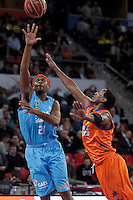 Valencia Basket Club's Thomas Kelati (r) and Asefa Estudiantes' Tariq Kirksay during Spanish Basketball King's Cup match.February 07,2013. (ALTERPHOTOS/Acero) /NortePhoto