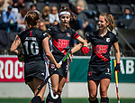 AMSTELVEEN  -  Eva de Goede (A'dam) met Charlotte Adegeest (A'dam) en links Kelly Jonker (A'dam)  .   Hoofdklasse hockey dames ,competitie, dames, Amsterdam-Groningen (9-0) .     COPYRIGHT KOEN SUYK