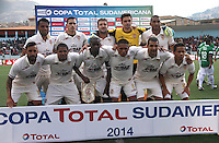 CAJAMARCA - PERU - 20-08-2014: Los jugadores de Universidad Tecnologica de Cajamarca de Peru, posan para una foto durante partido de ida de la primera fase, llave G13 de la Copa Total Suramericana entre Universidad Tecnologica de Cajamarca de Peru y Deportivo Cali de Colombia en el estadio Héroes de San Ramón, de la ciudad de Cajamarca./  The players of Universidad Tecnologica de Cajamarca of Peru pose for a photo during a match for the first round, of the first phase, Key G13 Universidad Tecnologica de Cajamarca of Peru and Deportivo Cali of Colombia, of the Copa Total Suramericana in the Héroes de San Ramón, Stadium in Cajamarca city. Photos: Libero de Lima / Photogamma / VizzorImage.