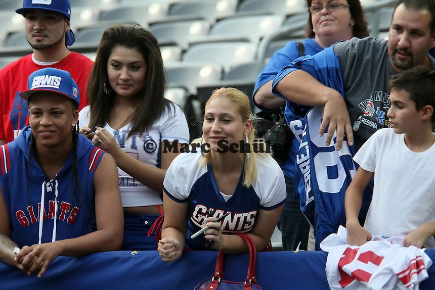Fans der Giants auf Autogrammjagd