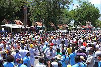 RECIFE, PE, 10.03.2016 - NANA-VASCONCELOS -  Cortejo do corpo do percussionista Naná Vasconcelos, de 71 anos, que deixou, às 10h, a Assembleia Legislativa de Pernambuco (Alepe), no Centro do Recife, em direção ao Cemitério de Santo Amaro, também na capital pernambucana. O enterro do músico acontece na sequência. O caixão foi levado em carro aberto pelo Corpo de Bombeiros O artista, que morreu na manhã de quarta-feira (9), foi velado no plenário da Assembleia Legislativa de Pernambuco. Naná ficou 10 dias internado no Hospital da Unimed III e não resistiu a complicações de um câncer de pulmão. (Foto: Rodrigo Baltar/Brazil Photo Press)