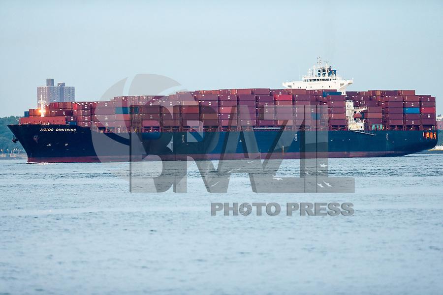 NOVA YORK, EUA, 29.05.2018 - ECONOMIA-EUA - Navio cargueiro é visto no rio Hudson em Nova York nos Estados Unidos nesta terça-feira, 29. (Foto: William Volcov/Brazil Photo Press)