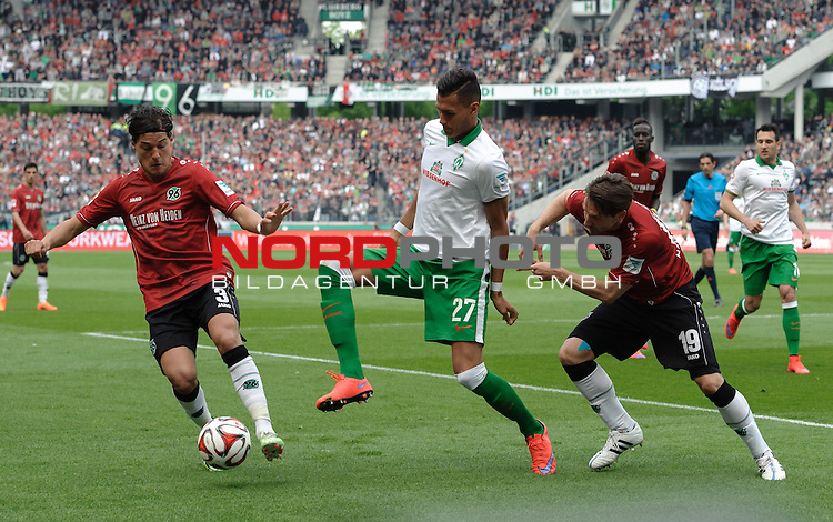 09.05.2015, HDI Arena, Hannover, GER, 1.FBL, Hannover 96 vs Werder Bremen, im Bild Miiko Albornoz (Hannover #3), Davie Selke (Bremen #27), Christian Schulz (Hannover #19)<br /> <br /> Foto &copy; nordphoto / Frisch