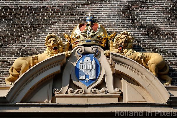 Wapen van Kampen. Twee leeuwen met de keizerlijke kroon en een burcht
