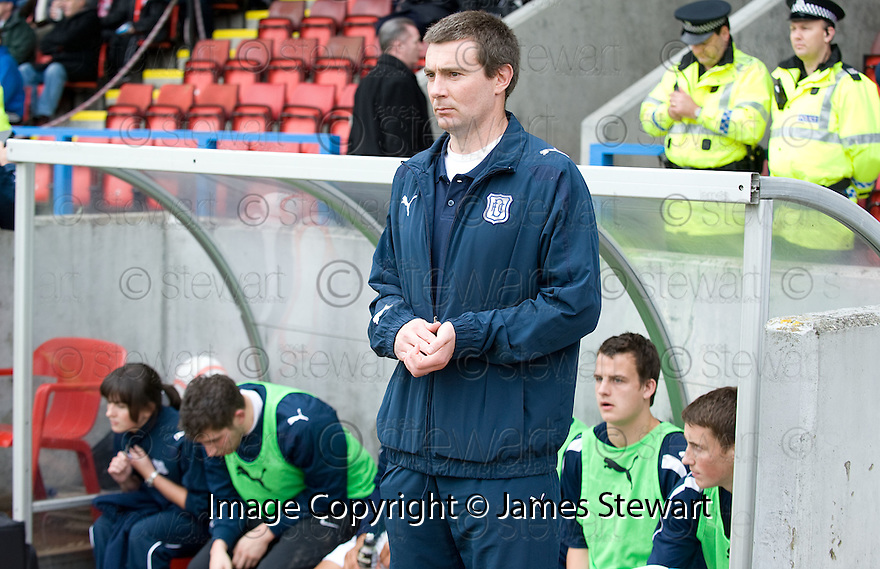 16/10/2010   Copyright  Pic : James Stewart.sct_jsp019_stirling_v_dundee  .:: BARRY SMITH TAKES HIS PLACE IN THE DUG OUT ::  .James Stewart Photography 19 Carronlea Drive, Falkirk. FK2 8DN      Vat Reg No. 607 6932 25.Telephone      : +44 (0)1324 570291 .Mobile              : +44 (0)7721 416997.E-mail  :  jim@jspa.co.uk.If you require further information then contact Jim Stewart on any of the numbers above.........