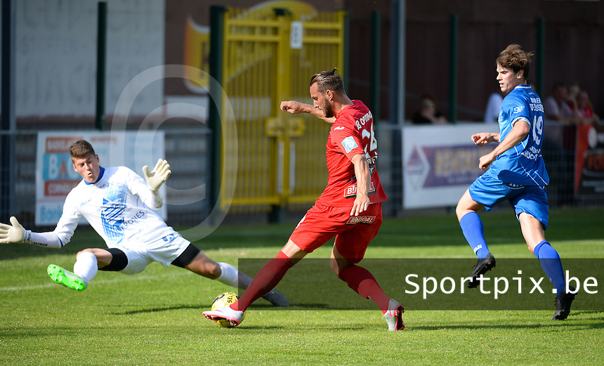 OMS Ingelmunster - KV Oostende :  Mathieu Cornet (midden) met de doelpoging tegenover doelman Gauthier Schelstraete (links) en verdediger Jonas Buyse (r) <br /> foto VDB / BART VANDENBROUCKE