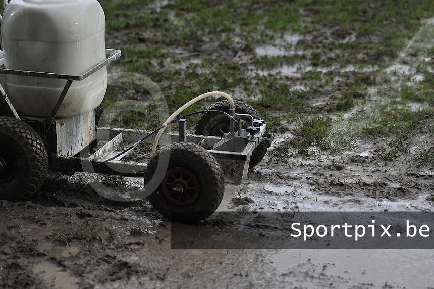 Club Brugge - STVV : lijnen witten in de modder.foto Joke Vuylsteke / Vrouwenteam.be