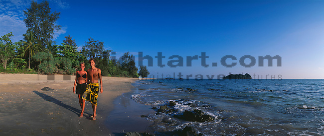 www.travel-lightart.com, ©Paul J. Trummer, Asia, Countries, Country, Geography, Thailand, Asien, Geografie, Länder, Siam, Staat, Staaten, Ko Jam Island, near Krabi, , beach, beaches, coast, coastal landcsapes, coastline, coastlines, coasts, landscape, landscape form, landscape forms, landscapes, palm beach, palm beaches, sand, sandy beach, sandy beaches, Küste, Küsten, Küstenlandschaft, Landschaftsform, Landschaftsformen, Meeresstrand, Palmenstrand, Palmenstrände, Sandstrand, Sandstrände, Straende, insel, Inseln, islands, Andaman Sea, bodies of water, body of water, Indean Ozean, ocean, oceans, ozeans, seas, Andamanensee, Gewässer, Indian ozean, Indischer Ozean, Meer, Meere, Ozeane, Baum, Bäume, Botanik, Flora, Lebewesen, Natur, Pflanze, Pflanzen, Vegetation, botanic, botany, living being, nature, plant, plants, tree, trees, couple, couples, folks, human, human being, human beings, human couple, human couples, humans, lover, lovers, loving couple, loving couples, people, person, persons, Leute, Liebende, Liebender, Liebespaar, Liebespaare, Mensch, Menschen, Menschenpaar, Menschenpaare, Paerchen, Pärchen, Partnerschaft, Personen
